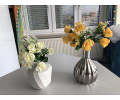 Kunstblumen mit Vase
