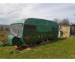 Alter Wohnwagen-nicht Fahrtüchtig