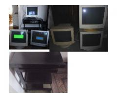 6 x Röhrenmonitore + Computertisch mit Rollen - Metall