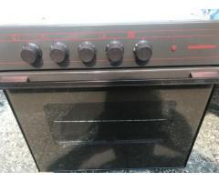 Küchenbackherd Marke functionica mit 4 Platten-Kochfeld u. Abdeckhauben
